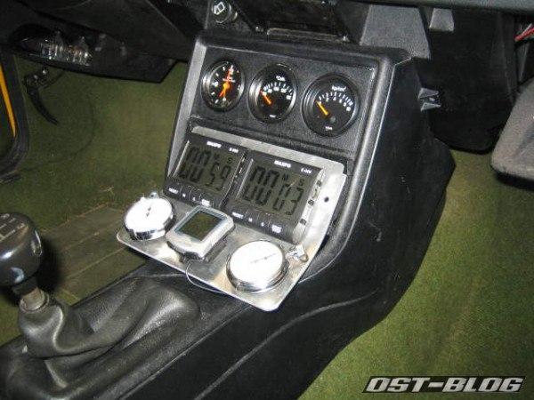 Einsatz für Mittelkonsole Rallyeboard eingebaut