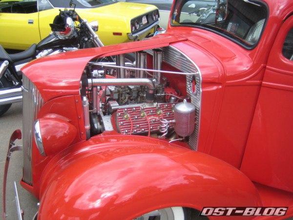 Oldtimer-Tankstelle Hot Rod