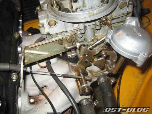 2B2 Vergaser Gashebel hängt