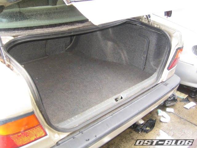 Kofferraum-Nissan-Primera