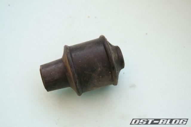 VW-Passat-32B-Buchse-Stoßdämpfer-hinten-unten