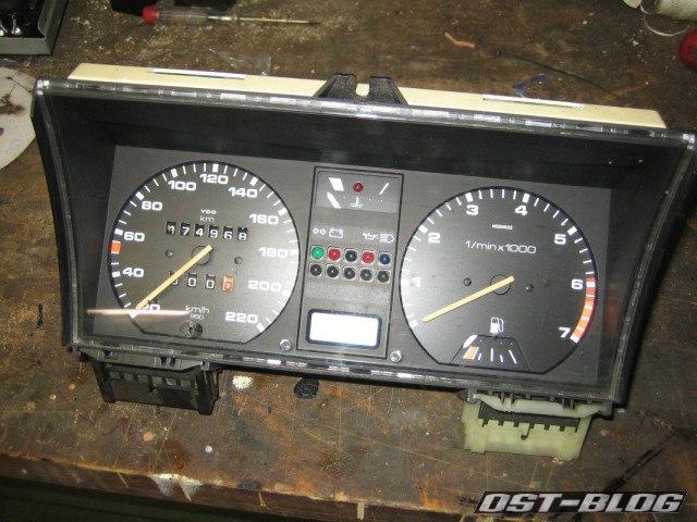 VW-Passat-32B-Instrumenteneinsatz-mit-DZM